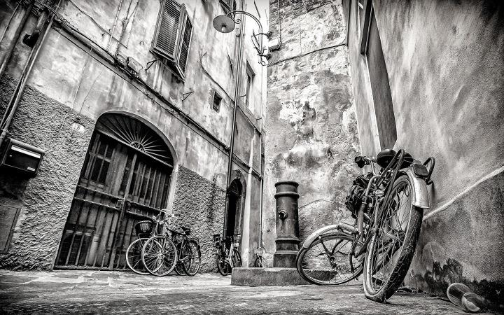 Seitenstrasse in Siena / Italy